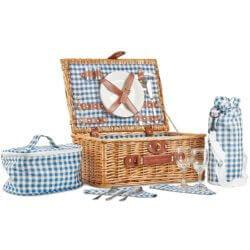 romantisches Picknick vorbereiten Picknickkorb