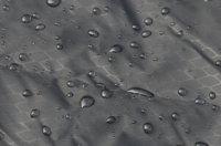 Wasserdichte Picknickdecke: Vor Nässe geschützt am Boden sitzen