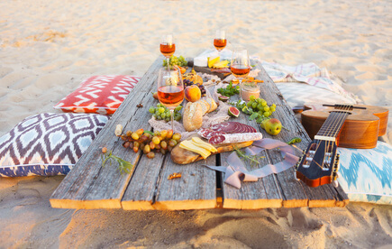 picknick am strand so gelingt der perfekte tag im sand. Black Bedroom Furniture Sets. Home Design Ideas