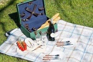 Picknickkoffer kaufen – darauf kommt es an